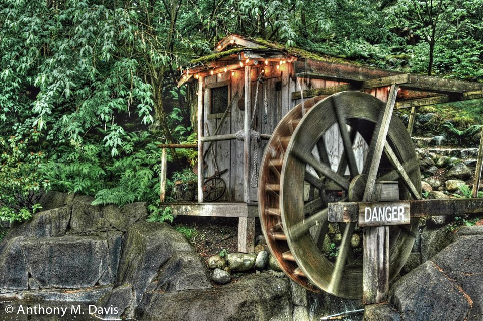 Water wheel in Canada